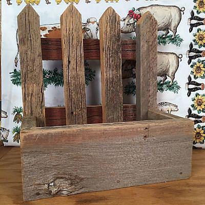 Country four picket barnboard planter
