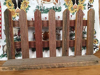 Country seven picket barnboard planter